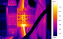 Регулярные проверки работы электрооборудования c testo 875-1